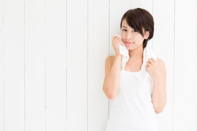 顔のベタベタ脂が気になる女子におすすめの対策とは