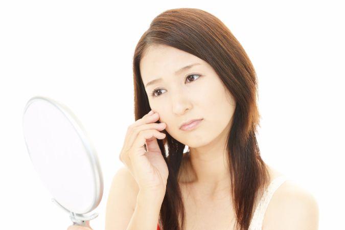顔を10歳以上老けさせる「目尻のシワ」の原因と対策
