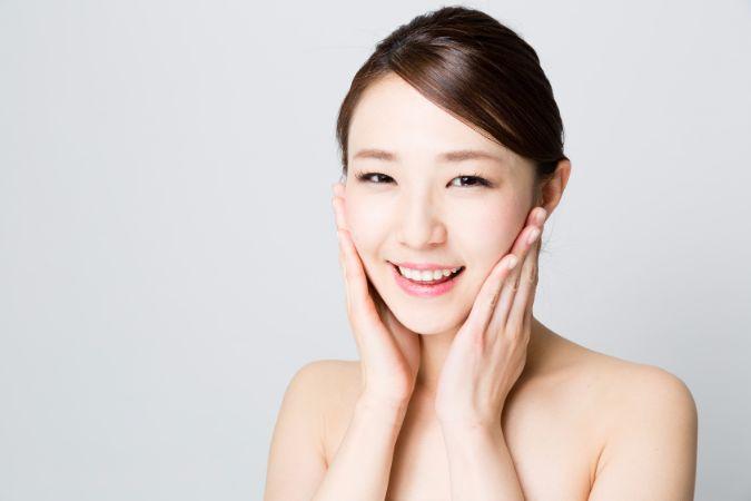 女優やモデルも実践!ぬるま湯洗顔の驚きの効果とやり方
