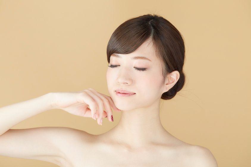 ツボ押しマッサージで、簡単に顔のむくみをとる方法